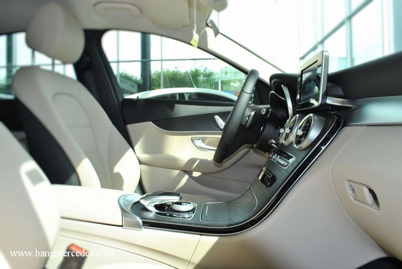 104-xe-mercedes-c200-2017.jpg